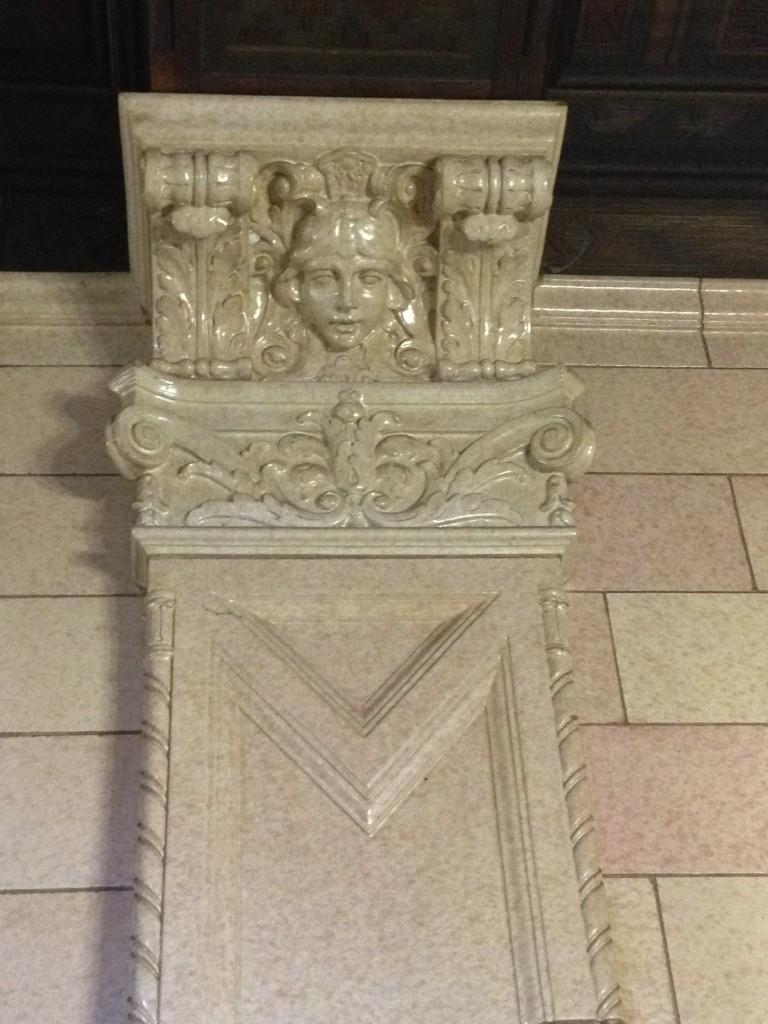 san_jost_postoffice_marble